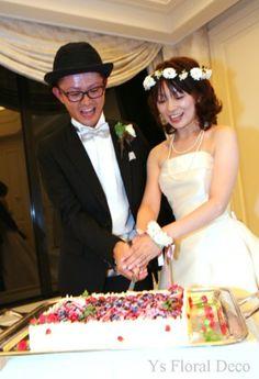 8月に北海道の水の教会で挙式なさった新婦さんより、お写真をいただきましたので、ご紹介いたします。乾杯♪ですね。ケーキカットの瞬間。フルーツいっぱいでおいし...
