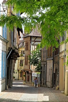 Strolling on the streets of Troyes, France
