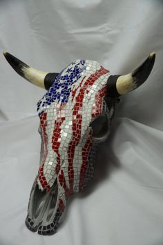 ideas for mosaic cow skull Skull Crafts, Antler Crafts, Antler Art, Diy Crafts, Bull Skulls, Deer Skulls, Animal Skulls, Cow Skull Decor, Cow Skull Art