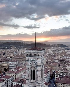 A view of #Florence again but this time at the sunset! Good Monday people! #INandOUTduomoFI - My 2nd Ig gallery: @Mighele_daily Snapchat: Mighele_g #MigheleInFlorence