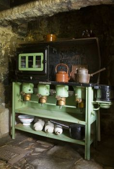 Valor paraffin stove in the kitchen at Plas yn Rhiw ©NTPL/Robert Morris
