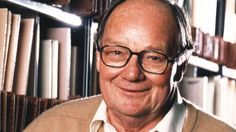 Cliff Michelmore, a familiar figure in BBC radio and TV broadcasting since the 1940s, has died in hospital aged 96. In a career spanning some 60 years, Michelmore anchored coverage of events including the Apollo moon landings and two general elections.