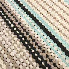Touhua  ja töminää Rag Rugs, Weaving Art, Rugs On Carpet, Villa, Blanket, Crochet, Ideas, Farmhouse Rugs, Spinning
