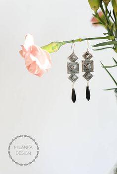 Milanka Design Art Deco earrings with dagger glass beads. Art Deco Earrings, Art Deco Jewelry, Boho Earrings, Boho Jewelry, Jewelry Design, Vintage Shops, Vintage Items, Artisan & Artist, Art Market
