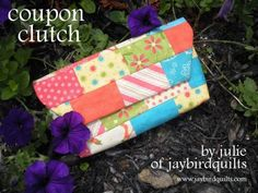 Coupon clutch tute complete with free printables so you can organize your coupons.