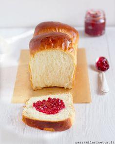 L'Hokkaido Milk Bread, o Shoku Pan, è un Pane al Latte Sofficissimo amato in tutte le Bakery dell'Asia. Si prepara con il metodo Tang Zhong!