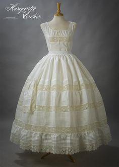 Margarita Vercher Royal Dresses, Heirloom Sewing, Vintage Lingerie, Historical Clothing, Victorian Fashion, Beautiful Outfits, Designer Dresses, Vintage Dresses, Fashion Dresses
