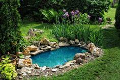 Gartenteich Ideen-Anlage modern Randsteine-setzen grüne Rasenfläche