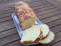 Je suis toujours à la recherche d'une recette de brioche moelleuse comme on les achète en boulangerie, et cette fois je suis ravie de la recette que j'ai découverte. Cette recette je l'ai trouvée sur le blog mes p'tites gourmandises, elle l'avait elle...