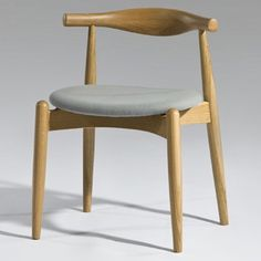Hans Wegner Cross Elbow Chair - Colonial construction and design mates with contemporary style in the Hans Wegner Cross Elbow Chair to give a classic piece of furniture a . Mid Century Dining Chairs, Dining Room Chairs, Side Chairs, Contemporary Style, Mid-century Modern, Hotel Interiors, Restaurant Chairs, Moroccan Decor, Take A Seat