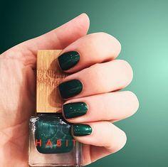 green + nails