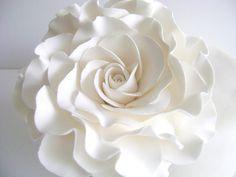 Garter Girl Loves: This white flower cake topper