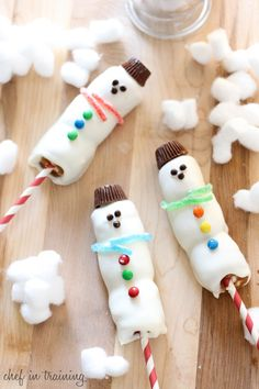 Disney Inspired White Chocolate Caramel Marshmallow Snowmen!... These are so cute and delicious! They make GREAT neighbor gifts! #treat #marshmallow #recipe