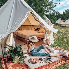 Camping In the Backyard Ideas . Camping In the Backyard Ideas . Todo Camping, Camping Glamping, Camping Gazebo, Camping Toys, Luxury Camping, Backyard Camping Parties, Backyard Movie, Tara Milk Tea, Zelt Camping