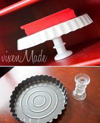 1 moule à tarte en alu + un chandelier + de la peinture blanche = un présentoir à gâteau qui en jette ! DIY - Dollar Store Cake Stand - Tutorial