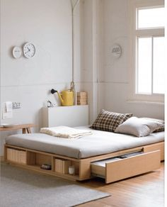 Muji bed frame with extra storage Great for a (bigger) kid's room Home Bedroom, Bedroom Decor, Bedroom Storage, Bedroom Ideas, Bedroom Small, Bedrooms, Bed Frame Storage, Storage Beds, Master Bedroom