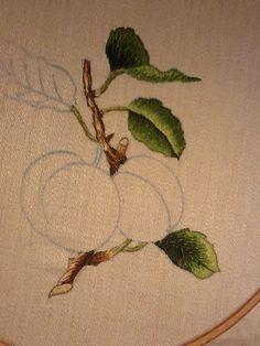Da un disegno di Trisha Burr. Prugne e foglie.