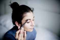 Wer ein aussergewöhnliches Make-up tragen will, greift statt zur Brille lieber zu Kontaktlinsen. Die wichtigsten Schminktipps für Kontaktlinsenträger!