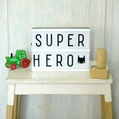 Svítící černobílý box s vyměnitelnými nápisy Lightbox Letters, Diy Letters, Lightbox A5, Lightbox Quotes, Kids Room Lighting, Room Lights, Decoration Design, Deco Design, Citations Lightbox