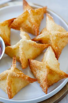 The best, easiest & super crispy crab rangoon or cream cheese wonton recipe EVER. Quick, fool-proof, a zillion times better than Chinese takeout | rasamalaysia.com #cny