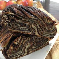 העוגה שתגנוב את ההצגה בכל פעם שתכינו אותה - עוגת רוגלך עם המון שכבות מלאות בשוקולד ונוטלה. פשוט מטורף כמה היא טעימה וכמה מחמאות תקבלו עליה