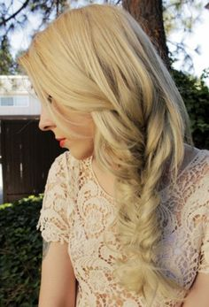 I love the messy fishtail look. I probably wear my hair like this too much! Can't get enough of it :) Fishtail Braid Hairstyles, Messy Braids, Side Braids, Blonde Braids, Blonde Hair, Pretty Hairstyles, Romantic Hairstyles, Amazing Hairstyles, White Hair