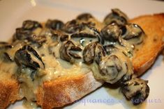 Délinquances et saveurs: Escargots au bleu Bénédictin de J-F Plante Seafood Recipes, Appetizer Recipes, Appetizers, Cooking Recipes, Pot Luck, Escargot Recipe, Confort Food, Mini Sandwiches, Puff Pastry Recipes