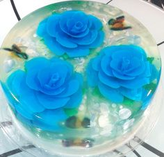 Gelatin art by www.artdegelatin.com Unique Cakes, Creative Cakes, Creative Food, Jelly Desserts, Fun Desserts, Puding Art, 3d Jelly Cake, Mousse, Jelly Flower