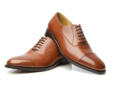 Finest shoe selection, made in Germany, Modell No. 545 - Rahmengenähter Captoe Oxford in Rotbraun