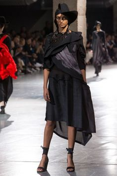 See the complete Yohji Yamamoto Spring 2018 Ready-to-Wear collection.