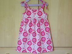 Tuto top or dress with knotted straps! - The round of the bags Coin Couture, Baby Couture, Couture Sewing, Little Girl Dresses, Girls Dresses, Rompers For Kids, Kids Frocks, Couture Tops, Baby Sewing