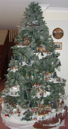 Xmas Diy & Craft: Save time and space by building a Village in your Christmas Tree Small Christmas Trees, Beautiful Christmas Trees, Noel Christmas, Christmas Projects, Winter Christmas, Lemax Christmas, Christmas Mantles, Victorian Christmas, Christmas Cookies