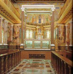 Roma. Altar de la iglesia prelaticia de Santa María de la Paz. Bajo el mismo descansan, desde su beatificación en 1992, las reliquias del actualmente San Josemaría Escrivá de Balaguer, fundador del Opus Dei.