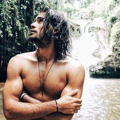 Renan Pacheco. Surfer Guys, Surfer Hair, Hot Beards, Italian Men, Afro Punk, Shirtless Men, Man Crush, Bearded Men, Beautiful Boys