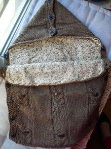 idée-patron-tricot-nid-d-ange-bébé-gratuit. Baby Hats Knitting, Knitting For Kids, Crochet Baby, Knit Crochet, Baby Suit, How To Purl Knit, Baby Cardigan, Pretty Baby, Knit Patterns