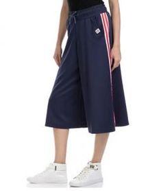 Αθλητικές ζιπ κιλότ  14 Υπέροχες ζιπ κιλότ για να ξεχωρίσεις το καλοκαίρι! | ediva.gr Women's Trousers, Gym Men, Fashion, Moda, Fashion Styles, Fashion Illustrations