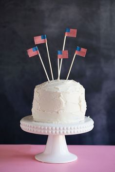 TELL: DIY 4TH OF JULY CAKE TOPPERS - Tell Love and ChocolateTell Love and Chocolate