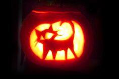 Patterns of cat carved into a Halloween Pumpkin. A huge collection of samples. Cat Pumpkin Carving, Halloween Pumpkin Stencils, Disney Pumpkin Carving, Pumpkin Carving Patterns, Halloween Labels, Halloween Mug, Halloween Treats, Halloween Pumpkins, Halloween Makeup