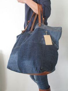 Image of sac fourre tout zippé sft 11 Jean Diy, Jean Purses, Denim Tote Bags, Denim Ideas, Denim Crafts, Love Jeans, Recycled Denim, Linen Bag, Fabric Bags