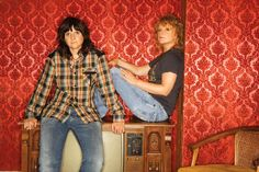 Testo canzone di Indigo Girls: Power Of Two
