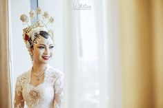 Now we're talking some glamour Javanese wedding. we're so excited get to share the photos of Chacha and Dico's wedding. This fabolous c. Javanese Wedding, Indonesian Wedding, Foto Wedding, Dream Wedding, Girly Pictures, Wedding Preparation, Kebaya, Traditional Wedding, Glamour