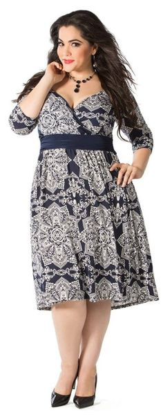 Flattering plus size dress for work or play.  Love the print!