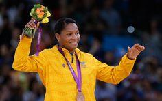 El primero de agosto de este año conseguíamos nuestra tercera medalla olímpica en las manos de Yuri Alvear. Yuri, Olympic Medals, Hands