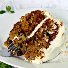 Loaded with carrots, pineapple,coconut,raisins and walnuts this ultimate Classic Carrot Cake Recipe is truly decadent. Finished with a thick layer of cream cheese frosting and toasted coconut makes this cake worthy of any special occasion. Carrot Cake Recipe With Raisins, Classic Carrot Cake Recipe, Best Carrot Cake, Carrot Cakes, Fruit Cakes, Classic Cake, Carrot Cake With Pineapple, Pineapple Coconut, Cupcakes