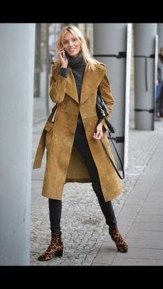 The Front Row View: Model Street Style: Anja Rubik's Suede Trench Coat Look The Front Row View: Model Street Style: Anja Rubik's Suede Trench Coat Look … Suede Trench Coat, Trench Coat Outfit, Trench Coats, Casual Chic, Modell Street-style, Only Fashion, Womens Fashion, Look Jean, Iranian Women Fashion