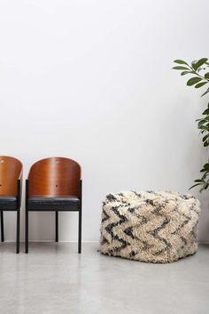 LARGE AZILAL FLOOR CUSHION NO.7   #interior #interiorinspiration #polishedconcrete #interiordesign #indoorplant #designer #myhabitatonline #beniourain #floorcushion #Beniourainrug #pouf #vintagerug #azilal #azilalrug #wool #woven #handmade #cushion #abstract #abstractpattern #abstractart #custommade #rug #wovenrug #knottedrug #fluffypillow #fluffy #kilimrug#flatweave
