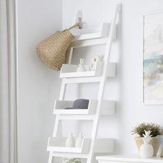 Organiza tu espacio del despacho con las estanterias BASSAY. ¡Luce color!