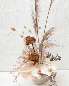 Dried flower bouquet - Muted pretties 🍂 nikauflowerbar for Byron bay Contemporary Flower Arrangements, White Flower Arrangements, Floral Centerpieces, Neutral Wedding Flowers, Floral Wedding, Wedding Bouquets, Dried Flower Bouquet, Dried Flowers, Purple Flowers