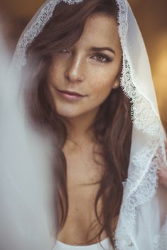 Bride with Natural Make-up, Smokey Eyes and a Veil | Camille Marciano for Junophoto | Bridal Musings Wedding Blog 39
