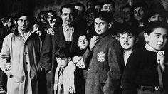 Photo prise en 1942 de Juifs internés dans le camp de Drancy, en Seine-Saint-Denis, après avoir transité par le stade du Vélodrome d'Hiver à Paris. Crédits photo : AFP